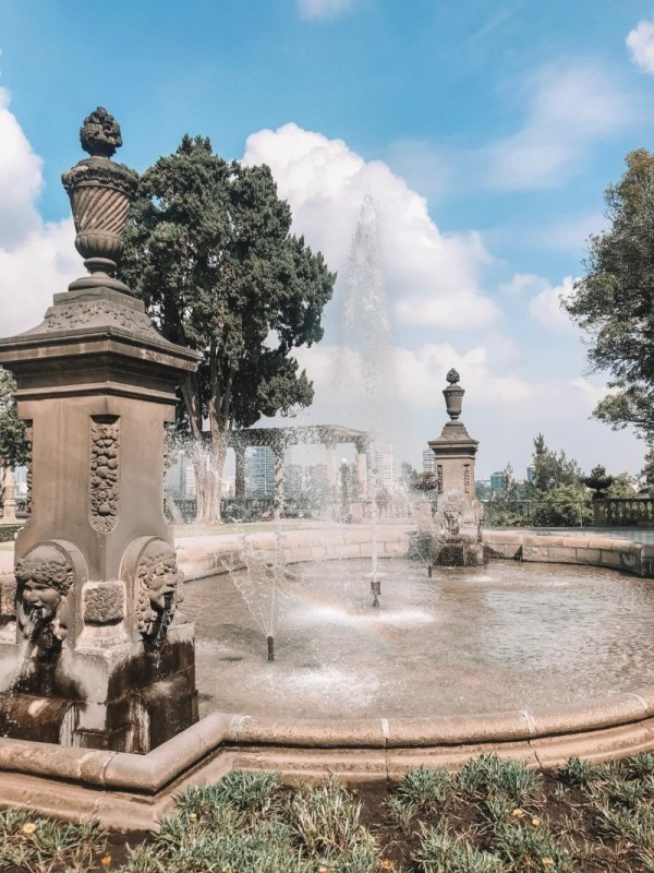 Chapultepec Castle fountain, Mexico City Guide